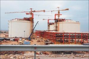 پالایشگاه فاز 15 و 16 پارس جنوبی در مراحل پایانی ساخت توسط قرارگاه قرار دارد.