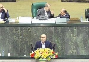 زنگنه در جریان معرفی به عنوان وزیر پیشنهادی، احیای ظرفیت تولید نفت را اهم برنامههای کوتاهمدت خود عنوان کرد