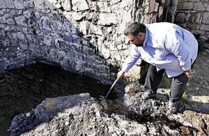 چشمههای نفت در محلات مسجدسلیمان به وفور به چشم میخورد
