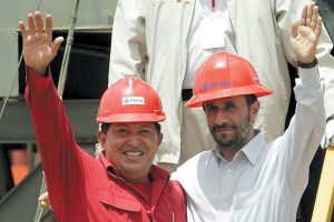 چاوس درسال 2006 و اوج فعالیتهای ملیشدن صنعت نفت ونزوئلا میزبان احمدینژاد شد.