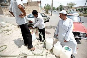 مردم اهواز آب تصفیهشده را برای مصارف خوراکی جداگانه خریداری می کنند