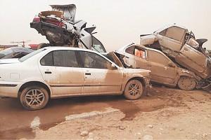 تصادف چند خودرو در هوای پرگرد و خاک اهواز هشت نفر را به کام مرگ فرستاد.