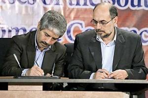 وکیلی مدیرعامل اسبق نفت و گاز پارس و قلعهبانی مدیرعامل شرکت ملی نفت در مراسم امضای قرارداد توسعه 35ماهه فازها