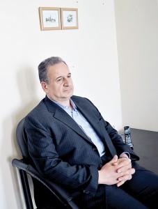 غلامحسین حسنتاش، کارشناس اقتصاد انرژی و از مدیران اسبق وزارت نفت